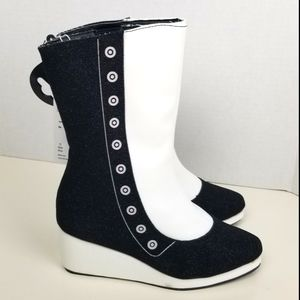 Disney Alice wedge white and black boots size 13/1